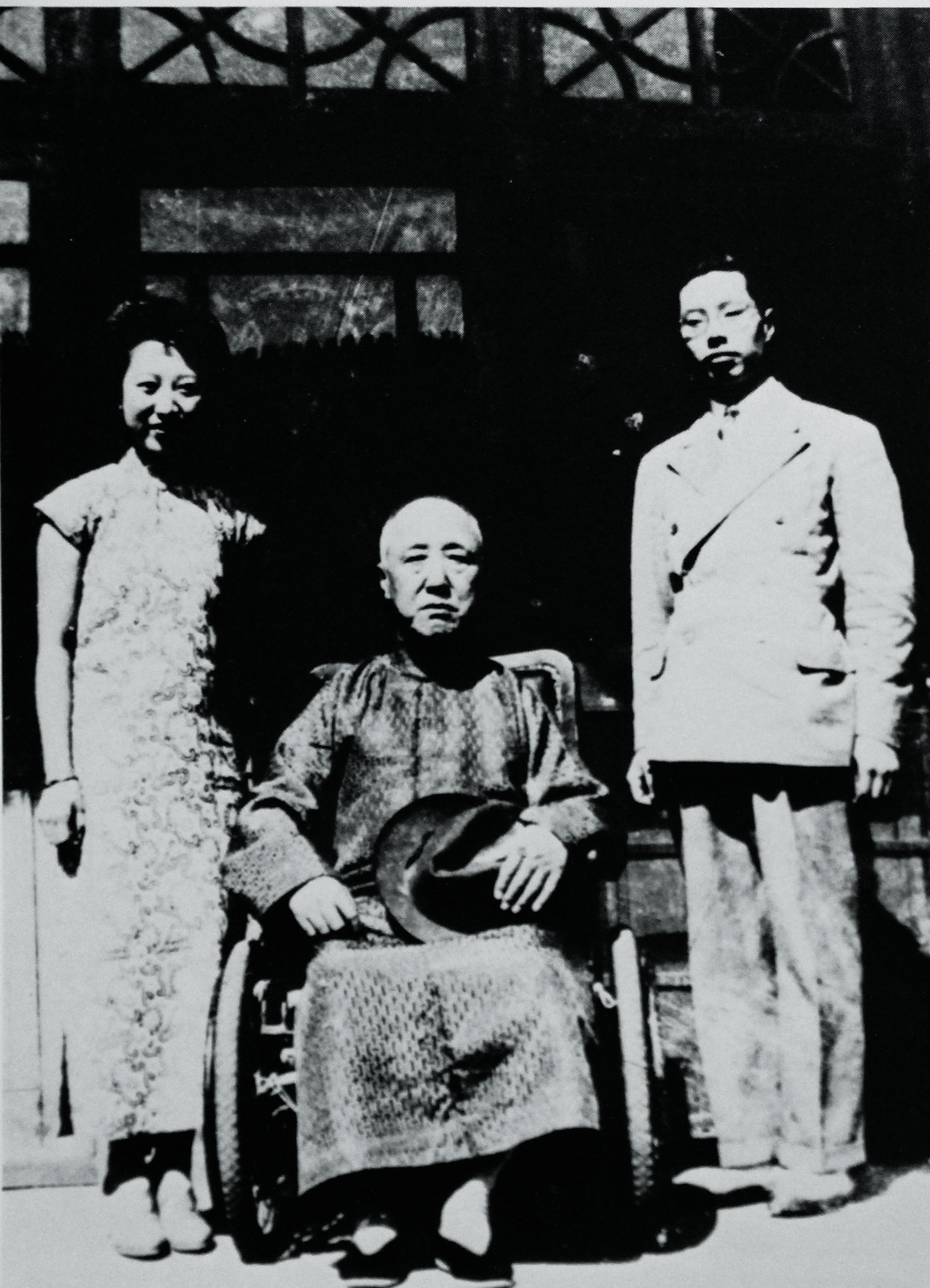 王昭父母と(中間)王昭の父清王朝摂政王載灃